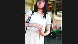 【盗撮】駅で見かけた生脚が色っぽい素人中の素人メガネ女子をエスカレーターでスカメク撮り♪