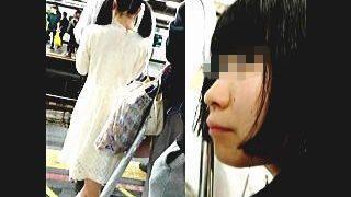 【盗撮】電車内でスマホに熱中し過ぎて逆さ撮り以上の痴漢に気付かない鈍感な女の子たち♪