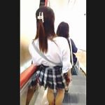 【盗撮動画】パンチラトラップとしか思えないミニスカ女子にホイホイついてく無警戒な撮り師♪