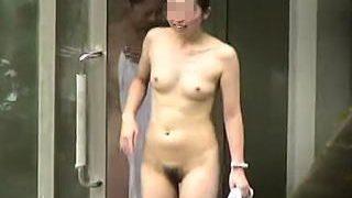 【盗撮】露天風呂で美裸体晒して入浴してる推定年齢30オーバーの淑女たちを灼熱の隠し撮り♪
