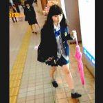 【盗撮】ピンクの傘がお気に入りの女子校生に粘着して毎日パンチラチャックしてるマメな撮り師♪