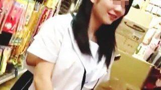 【盗撮動画】店内でチンコ出して女性客に片っ端からザーメンぶっ掛けてる撮り師の成れの果て♪