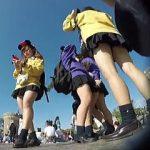 【盗撮動画】修学旅行で晴天のネズミランドにやって来た女子校生たちのパンチラお花畑♪