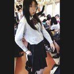 【盗撮動画】電車内で見かけた黒髪清純女子校生を逆さ撮りしたら健康的なパンティが拝めますた♪