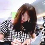 【盗撮動画】彼女へのプレゼントの体でショップに潜入して綺麗な店員さんのHなパンチラGET♪