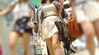 【盗撮】女子グループのセンター張ってる女子はやっぱり一番スケベなパンティ穿いてる件♪