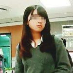 【盗撮】お母さんとデパ地下でお買い物してるアイドル級の美形女子校生のパンチラGET♪
