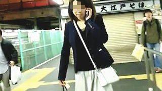 【盗撮】駅で見かけた無防備無警戒無頓着な三無女子たちをエスカレーターでスカメク撮り♪
