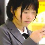 【盗撮動画】清純無垢な制服女子校生が電車で痴漢に遭ってたので動かぬ証拠を撮ってあげますた♪