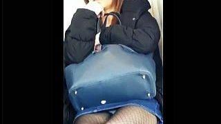 【盗撮】電車で居眠りパンチラして起きたらカメラに気付いたのに結局パンチラしてるお姉様♪