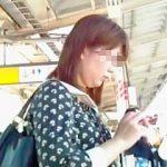 【盗撮動画】パンチラスカメク撮りで抜き打ちパンティチェックされてる通勤通学途中の女子たち♪