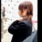 【盗撮動画】大人しい性格が災いして毎朝電車内で痴漢に遭ってる可愛い女子校生の被害日記♪