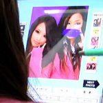 【盗撮動画】時代は変わってもプリクラに興じるパンチラ女子校生とそれを撮る撮り師は不変な件♪