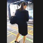 【盗撮動画】リクルートスーツを着込んだ就活中の女子大生のパンチラが気になって仕方がないオレ♪