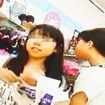 【盗撮動画】JSとして最後の夏休みにママとお買い物してる女の子たちのおパンツを逆さ撮り♪