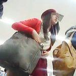 【盗撮動画】ミニスカ女子は年齢職業問わずにパンチラ観られたい願望があるので遠慮なく逆さ撮り♪