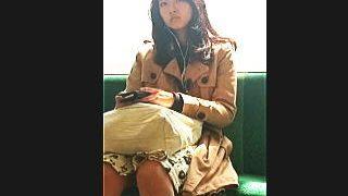 【盗撮】澄まし顔したお姉さんってどんなパンティ穿いてるのか気になって追いかけた結果♪
