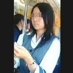 【盗撮動画】社用で電車移動中の制服OLさんを逆さ撮りしたら生理中の貴重なパンチラ捕獲できた♪