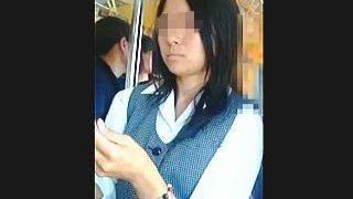 【盗撮】社用で電車移動中の制服OLさんを逆さ撮りしたら生理中の貴重なパンチラ捕獲できた♪