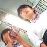 【盗撮】通学電車内で次々と逆さ撮りカメラの前にやって来る生々しい生脚の女子校生たち♪