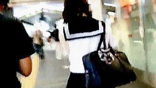 【盗撮】大人びたルックスにセーラー服という公開風俗チックな女子校生のエロ過ぎるパンチラ♪