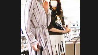 【盗撮】撮り師と撮り師が被るほどのパンチラフェロモン撒き散らしてるミニスカ美脚お姉さん♪