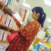 【盗撮】書店で花柄ワンピの少女が逆さ撮りされて年齢相応の縞々パンチラを記録されてますた♪