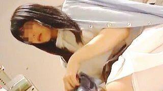 【盗撮】休憩時間に白衣のままで買い物してる色っぽい看護師さんのドエロいパンチラ逆さ撮り♪