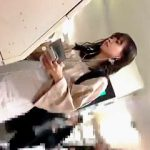 【盗撮動画】駅で普通に可愛い女子大生らしき女の子を見掛けたので会社サボって隠し撮り決行♪