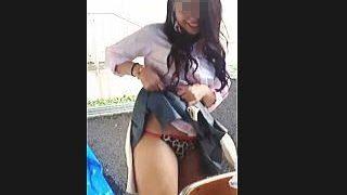 【盗撮動画】若気の至りで無邪気にパンチラ撮りしてるお茶目で痛い青春真っ盛りの女子校生たち♪