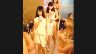 【盗撮動画】取扱注意!JCたちの神々しいマン毛から美乳美尻まで覗き見られた修学旅行風呂♪
