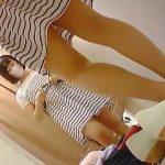 【盗撮動画】セール中で賑やかな婦人服売り場の試着室で試着してるマスク女子を隠し撮り♪