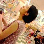 【盗撮動画】書店でガッツリ真下からパンパンに具が詰まったパンチラを撮られた真夏の奥様♪