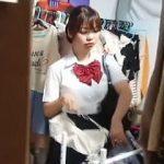 【盗撮動画】ブラの試着で露わになった思わず吸い付きたくなる美乳女子校生の試着室風景♪