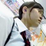 【盗撮動画】素朴な印象の女子校生を逆さ撮りしたら結構攻めてるゼブラパンチラですた♪