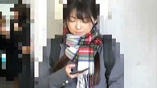 【盗撮動画】痴漢に手マンで逝かされて病みつきになったと思われるパイパン清純女子校生♪