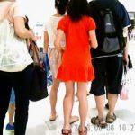 【盗撮動画】デパ地下に家族と買い物に来た赤いワンピJCの甘酸っぱいパンチラ逆さ撮り♪