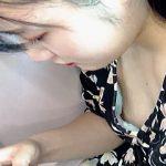 【盗撮動画】「お嬢さん。イヤらしい乳首が見えてますよ」って教えたくなる乳チラ風景♪