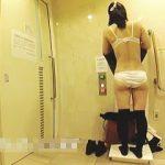 【盗撮動画】この使い方は問題ではない!多目的トイレでエッチな着替えを隠し撮りされた女子♪