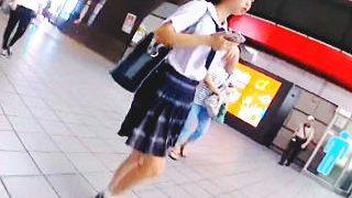 【盗撮動画】異国の言葉はさっぱりわからんが女子学生のパンチラは日本のJKなみの萌えな件♪