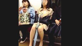 【盗撮動画】帰宅中でお疲れモードのOLさんの一日穿き尽くしたパンチラで癒されるオレ♪