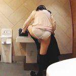 【盗撮動画】乱倫だけじゃない!なにかと話題の多目的トイレで着替えてる女子校生を隠し撮り♪