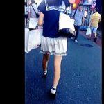 【盗撮動画】足細っそ!美脚セーラースタイル美少女のお人形さんみたいなパンチラ逆さ撮り♪
