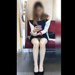 【盗撮動画】これは撮れの合図だ!足は閉じてるのにしっかり▽パンチラしてる対面のお姉さん♪