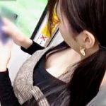 【盗撮動画】電車内でノーフィットブラから美味しそうな乳首を魅せてる美形で美白なお嬢さん♪