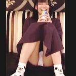 【盗撮動画】ホテルに連れ込まれてパンチラ撮られてる缶チューハイでほろ酔い気分の美少女♪