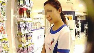 【盗撮動画】パンチラサプリで癒してくれる有名ショップの例の制服着た美人な店員さん♪