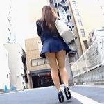 【盗撮動画】淫尻にTバック埋没させてノーパン状態で街を歩く露出っ気のある痴女系お嬢さん♪