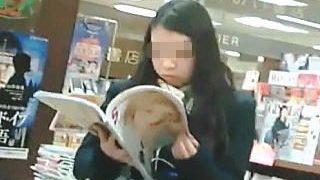 【盗撮動画】じっくりと素顔を撮られてからメインディッシュのパンチラ撮られた女子校生♪