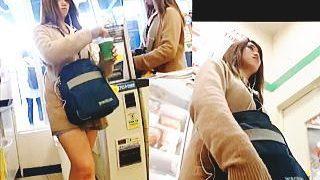 【盗撮動画】もはや女子校生などというジャンルには収まらない風俗系のJKパンチラ♪